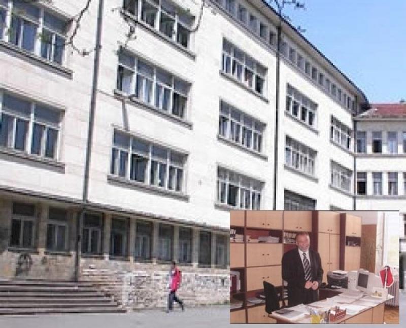 """Станчо Славов, директор на ПМГ """"Акад. Никола Обрешков"""": Приемът след IV клас все още е неясен"""