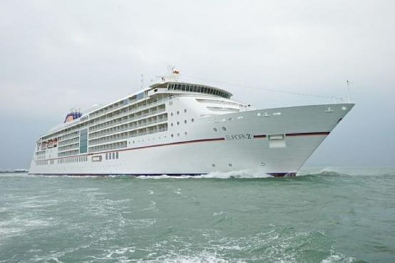 Петзвезден лайнер акостира във Варна
