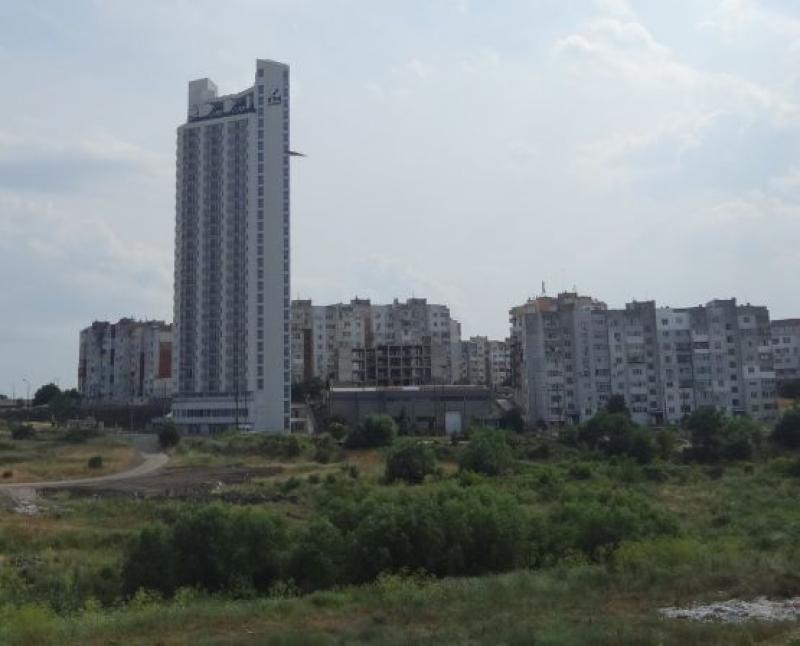 """Небостъргачът в """"Меден рудник"""" остава недовършен, 64 бургазлии се жалват от """"ГМ Строй"""""""