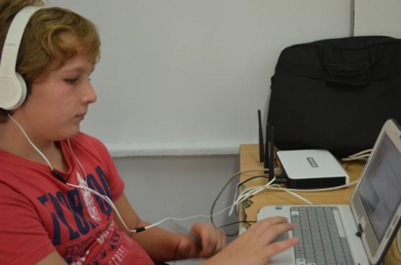 Виртуални класни стаи за децата с увреден слух