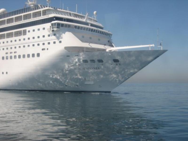 """За първи път туристи от круизен кораб посетиха остров """"Света Анастасия"""" в Бургас"""