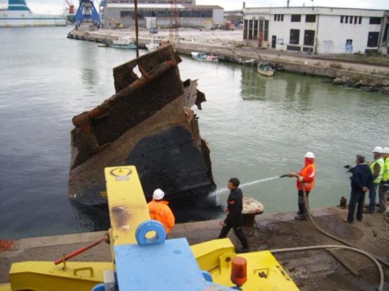 """Успешно приключи изваждането на потъналия кораб """"Олга Джи"""""""
