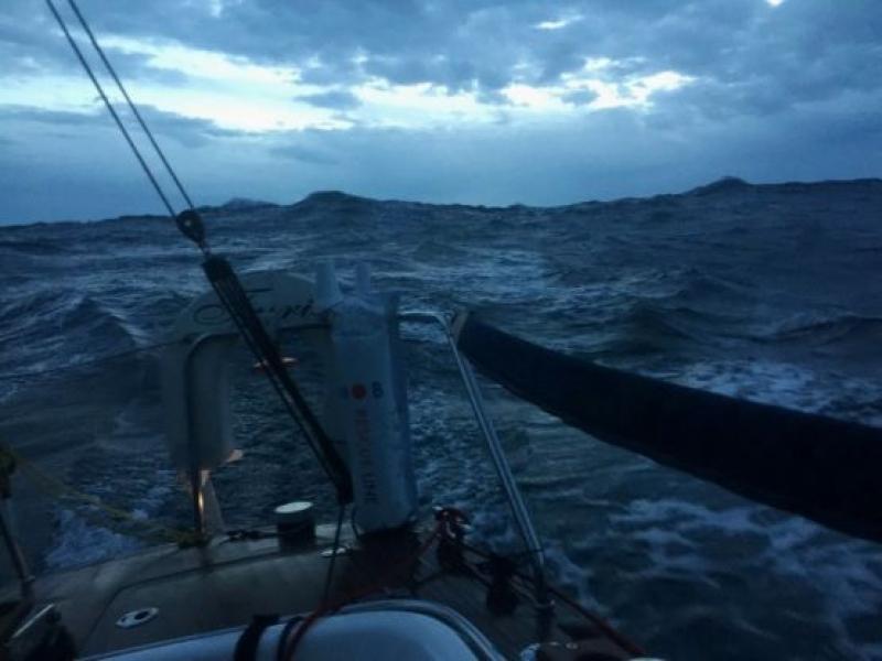 """Бургаската """"Фурия"""" пребори огромни вълни и силен вятър, но стигна до Гибралтар"""