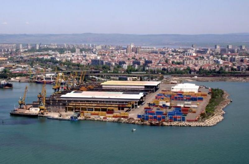 Събарят три сгради на пристанище Бургас - Запад