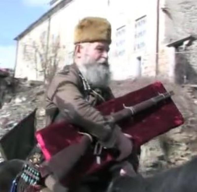 Гайдар излезе на шествие с пушката на капитан Петко Войвода (ВИДЕО)