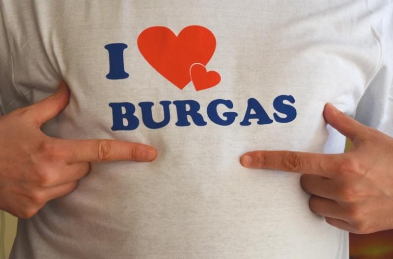 Бургаски студенти от Портсмут поздравяват всички свои съграждани