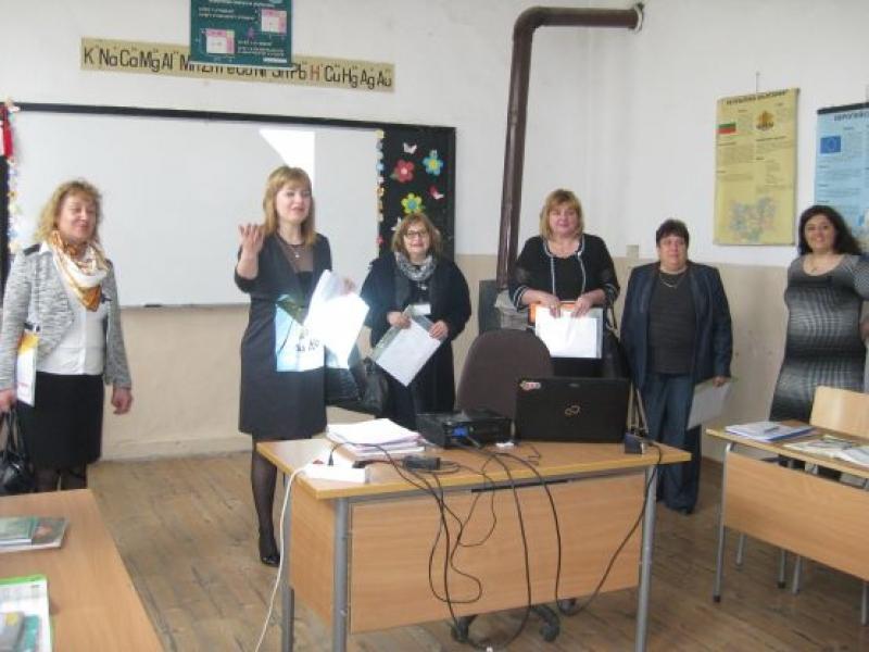 Специален педагог от РЦ-Бургас показа добри практики при обучение на дете със СОП