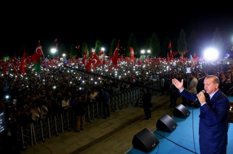 Ердоган не е прочел нито една книга за дипломация, но може да ги пише