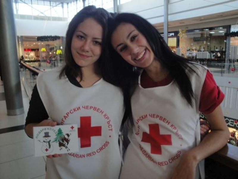 """За 11 път доброволци стартират кампанията """"Подари Коледа"""""""