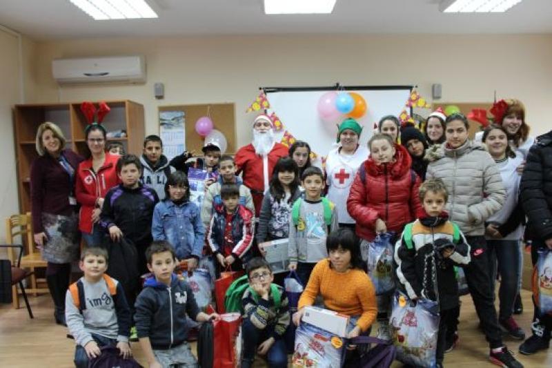 4 655 лева събраха младежите от БЧК-Бургас в подкрепа на деца