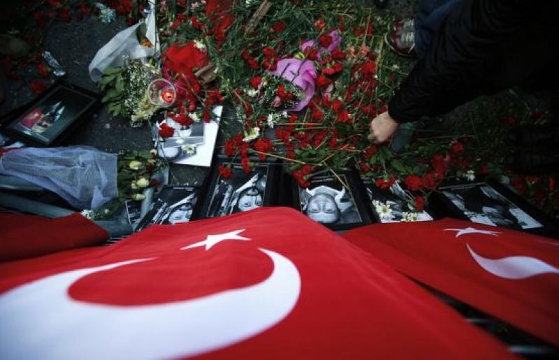/ ОБНОВЕНА / Двама чужденци са задържани заради нападението на нощен клуб в Истанбул