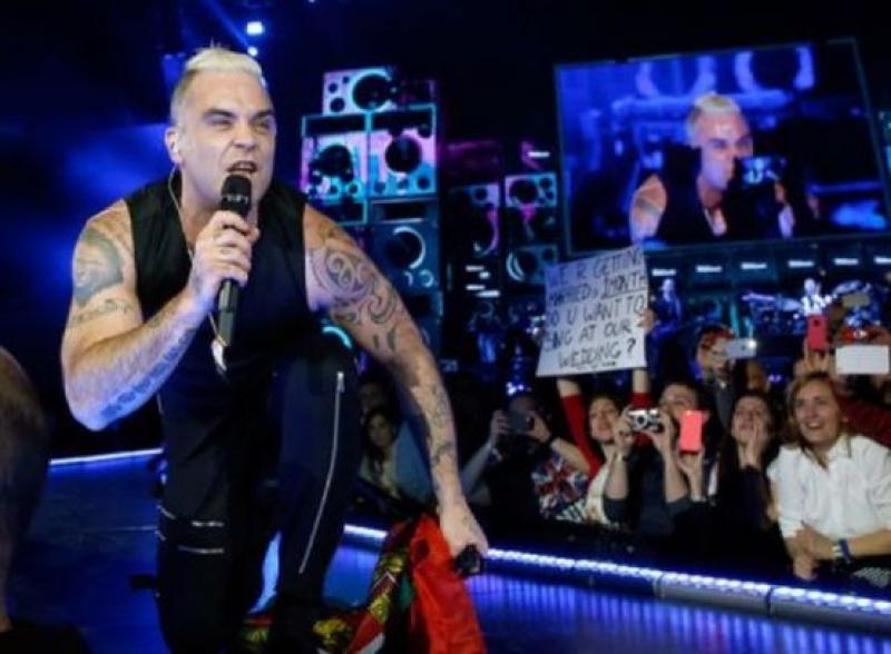 Роби Уилямс поиска да пее за Русия на Евровизия