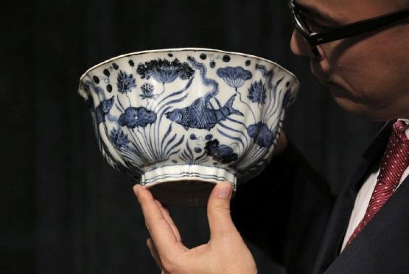Чаша от епохата на Мин купена за близо 30 млн.долара