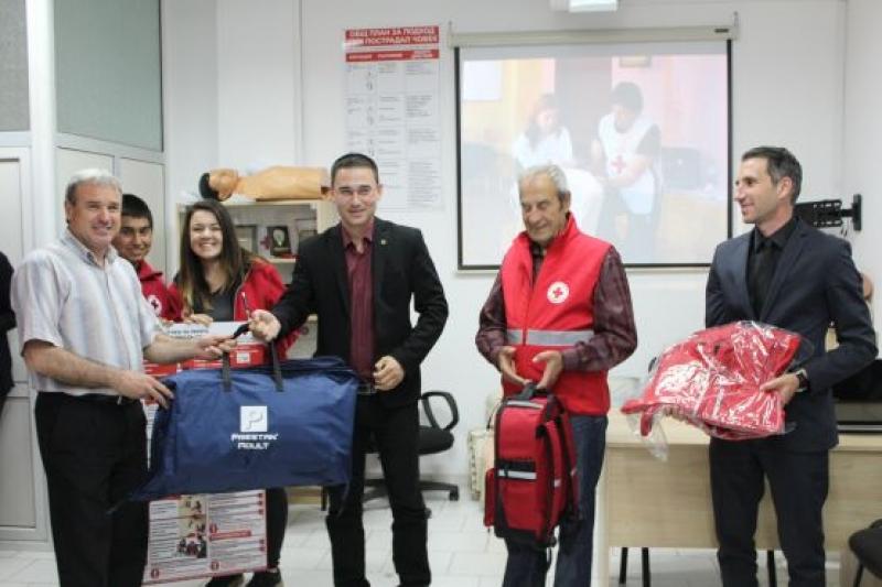 Пет бургаски училища получиха оборудване по първа помощ от БЧК