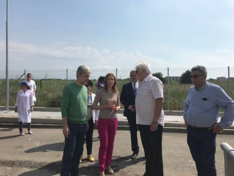 Ангелкова  настоява за намаляване на цените на Северния плаж в Бургас