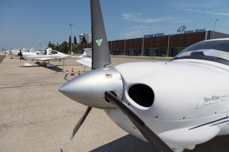 10 частни самолета кацнаха на Летище