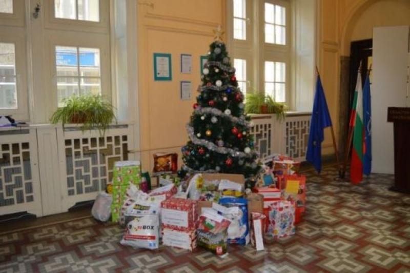 Елха на доброто и тази година ще грее в областната администрация в Бургас