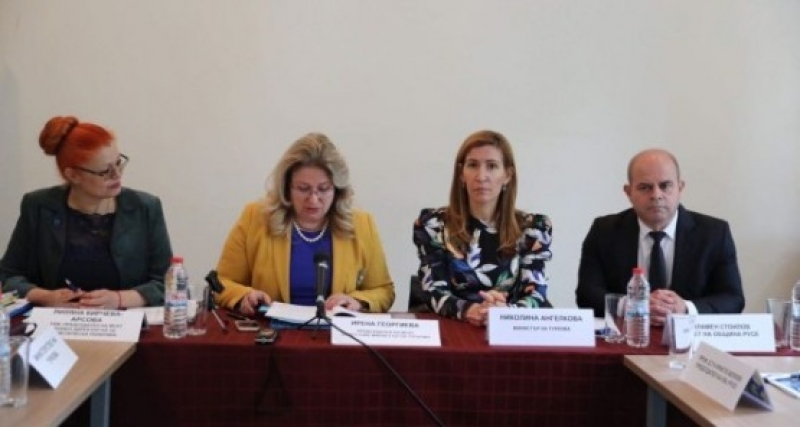 Министър Ангелкова: Туризмът осигурява заетост на 12% от работещите в България