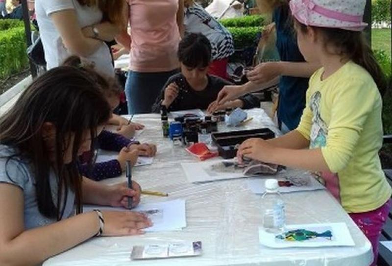 На Акве Калиде учат малчуганите как да си правят тракийски татуси от къна