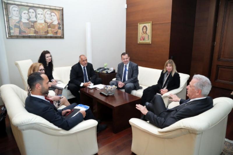 Бойко Борисов и Димитрис Аврамопулос обсъдиха миграционната реформа