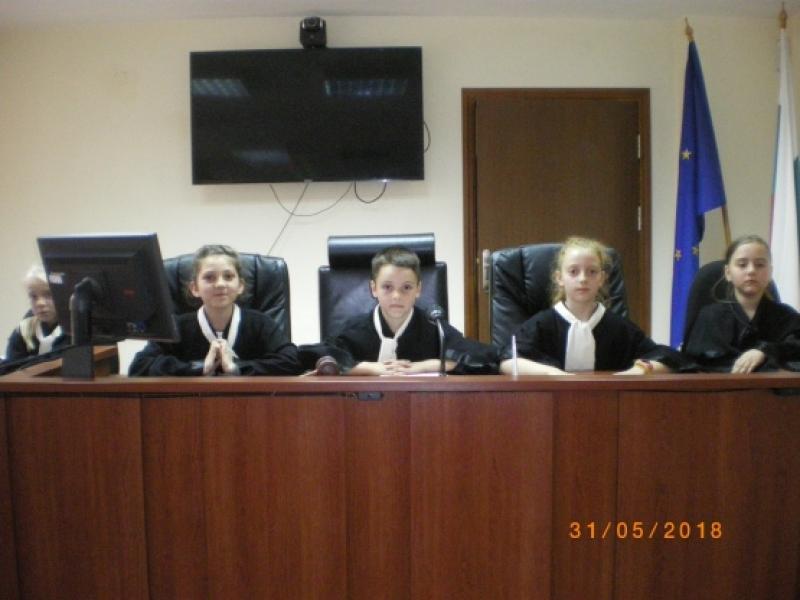 Второкласници разиграха симулативен съдебен процес в Апелативния съд в Бургас