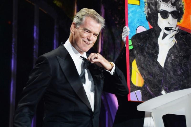 Пиърс Броснан  продаде благотворително  своя картина за 1.2 милиона евро