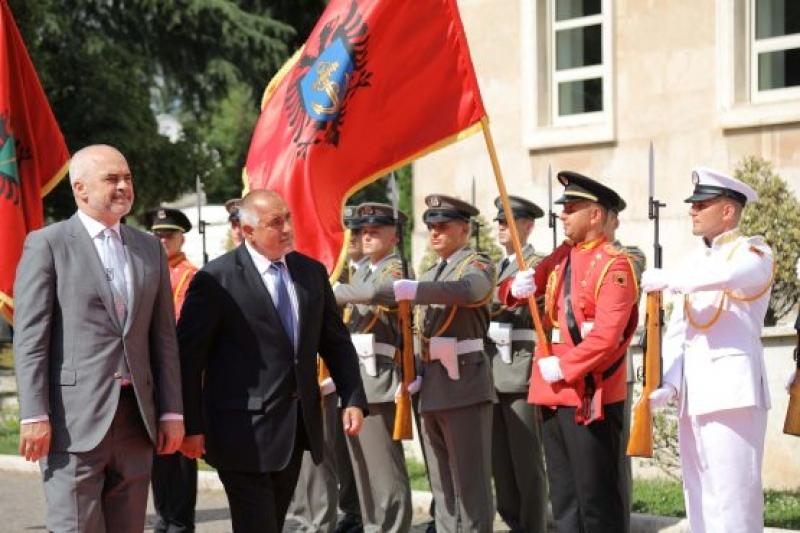 Министър-председателят на Албания Еди Рама удостои премиера Бойко Борисов с медал за признателност