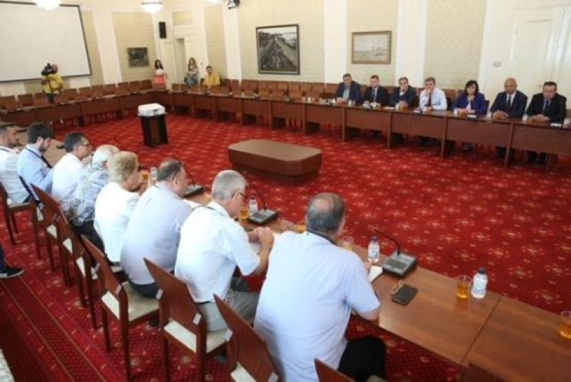 БСП: ГЕРБ си създават частно министерство на транспорта