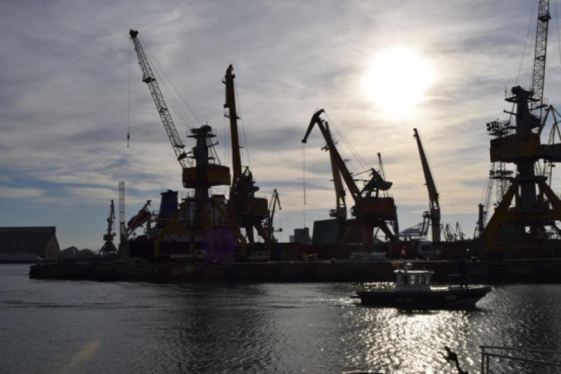 В бургаското пристанище ще гасят учебно пожар на кораб