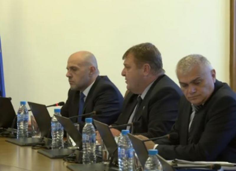 Каракачанов: Няма транспортиране на мигранти от Европа в България