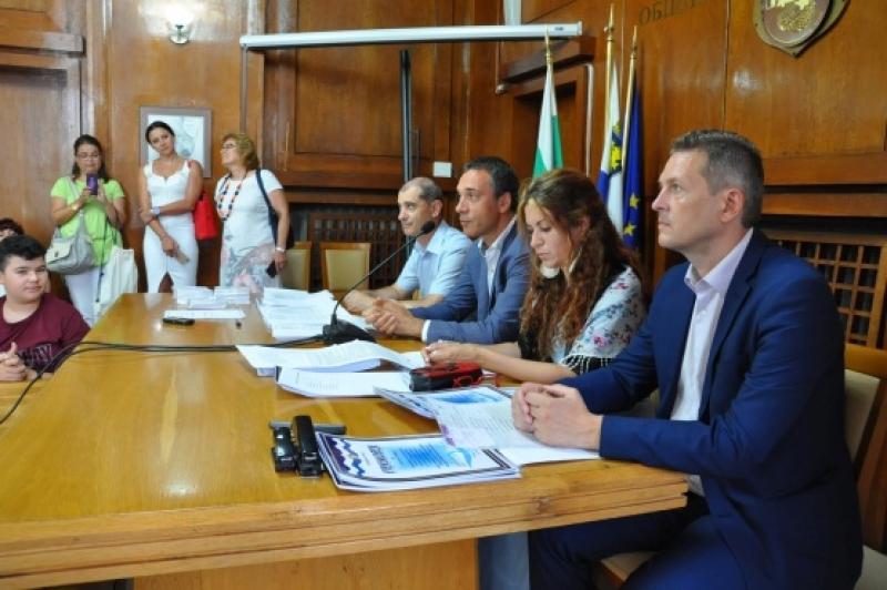 Кметът Димитър Николов награди завършилите Лятната ИТ Академия