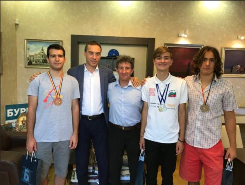 Бургаски математици с високи отличия от най-престижното математическо състезание в света