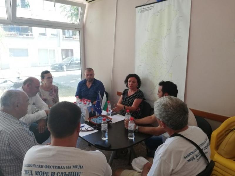 Народните представители от ГЕРБ проведоха работна среща с пчелари в Поморие