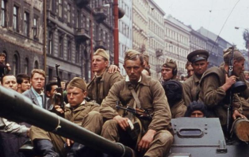 Чехия призна нахлуването на войски от Варшавския договор през 1968 г. за окупация