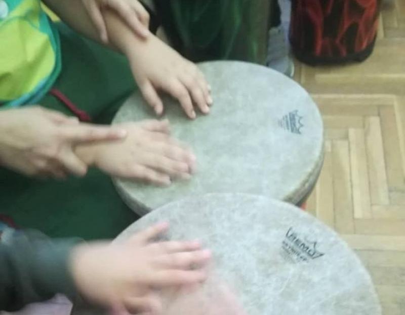 Ритъм терапия усмихна деца със специални потребности в Регионален център-Бургас