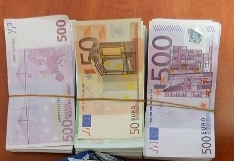 Недекларирана валута за близо 60 000 лв. откриха митничари