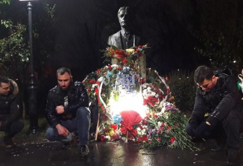 Бургас почита Васил Левски с две факелни шествия