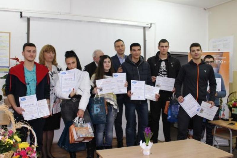 Кметът на Бургас награди най-добрите млади строители и цветари