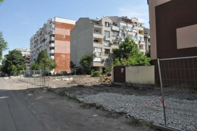 """Общината обособява четири паркинга  в к-с """"Възраждане"""""""