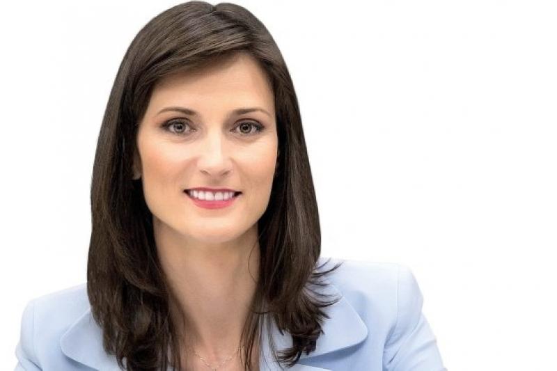 Отличиха Мария Габриел с Глобалната визионерска награда на жените в бизнеса