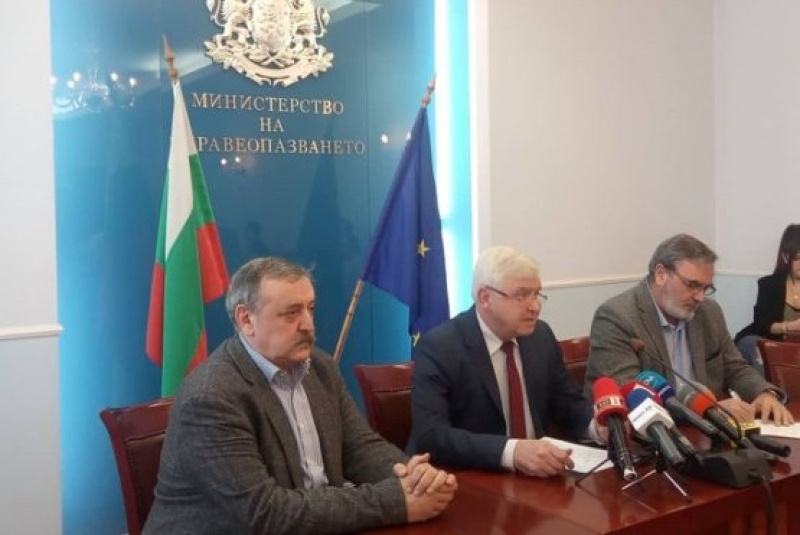 До дни България с реактиви и кит за коронавируса, летищата - с термокамери
