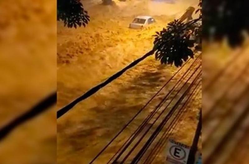 Наводнения и свалища отнеха живота на 64 човека в Бразилия