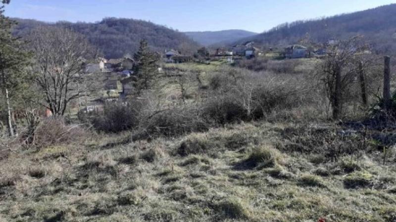 Жители на село Габър сами почистиха гробищния парк