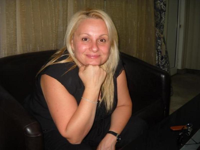 Тони Димитрова приема обаждания на горещите телефони в Бургас