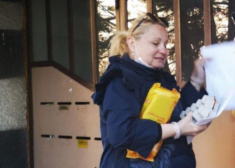 В Бургас доброволци разнасят хранителни стоки