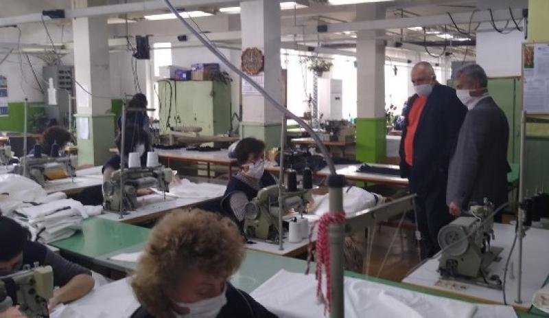 """""""Интендантско обслужване"""" в Калофер вече шие  първите защитни облекла"""