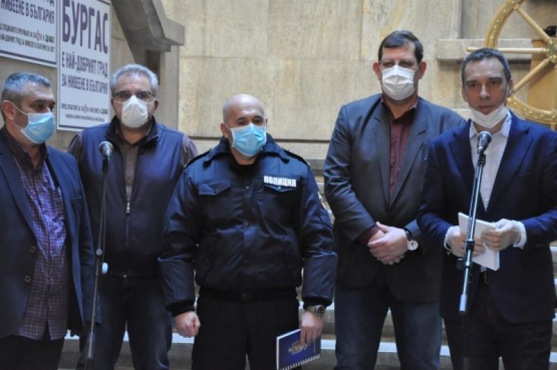 Вижте къде и кога ще раздават маски на възрастните хора от понеделник  в Бургас