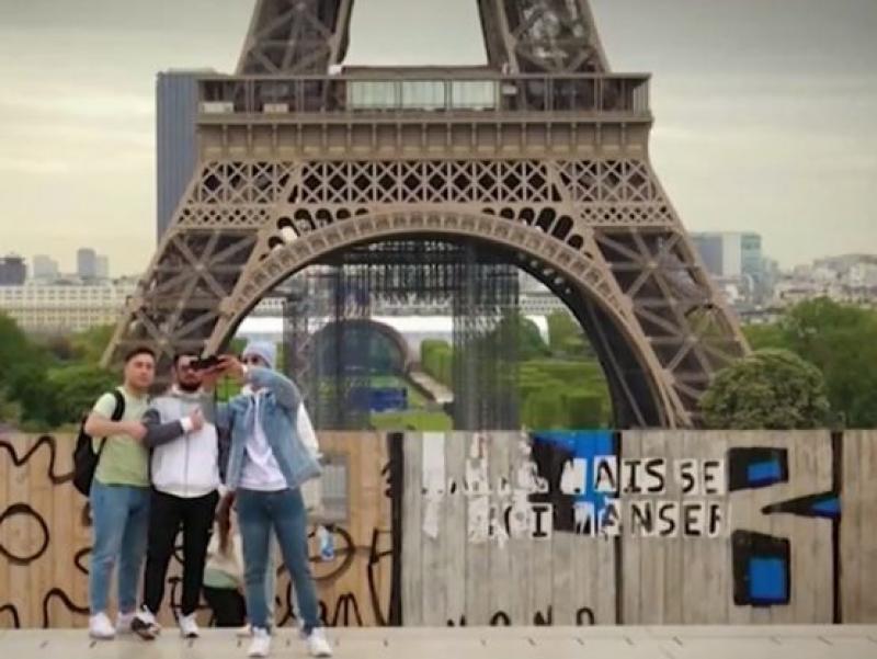 Франция разхлабва мерките заради туристите