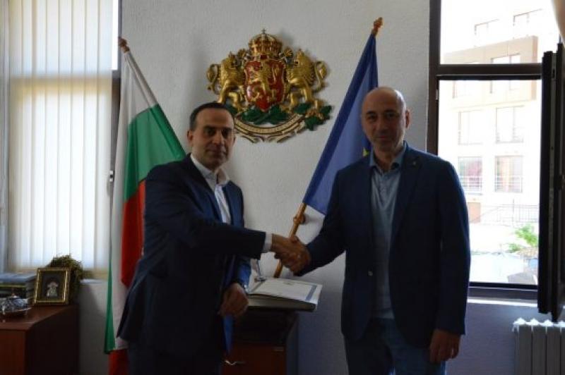 Посланикът на Азербайджан с първа визита след встъпването си в длъжност