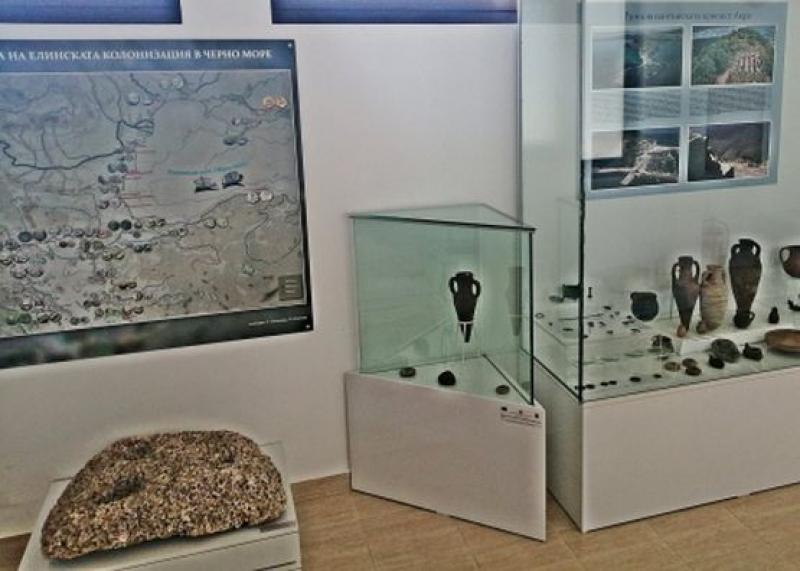 Показват  открити в землището на Черноморец уникални артифакти